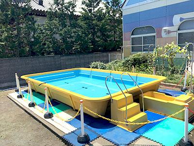 プールは夏の楽しみ